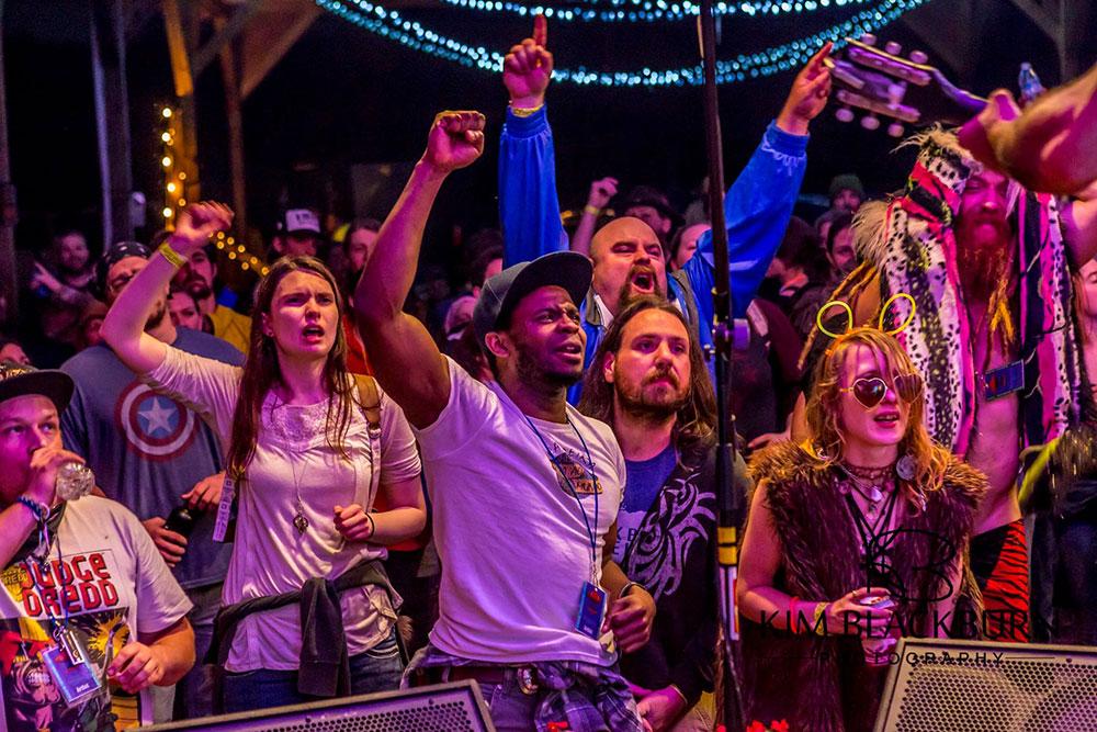 crowd2-The-Moonshiners-Ball-2016-Kim-Blackburn-copyright-protected