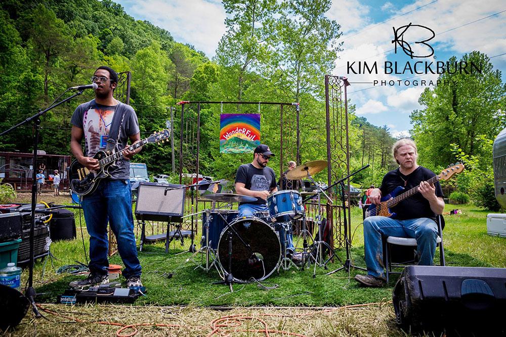 debraun-wonderful-The-Moonshiners-Ball-2016-Kim-Blackburn-copyright-protected